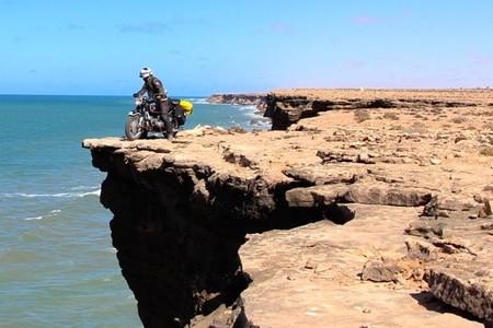 Sahara en moto histórica. Tah, la frontera invisible del olvido