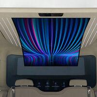 Hyundai sueña con equipar sus coches eléctricos IONIQ con una pantalla flexible de 77 pulgadas y hasta un robot de limpieza