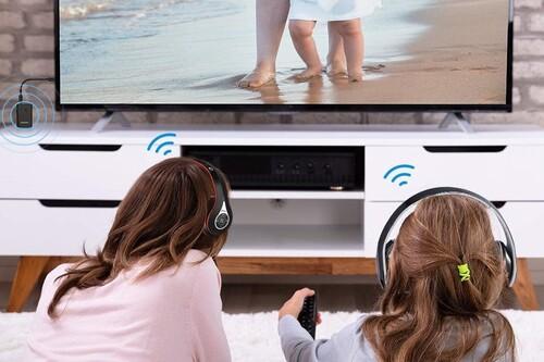Cómo conectar unos auriculares inalámbricos a una tele que no es compatible con Bluetooth