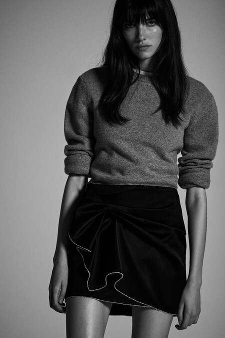 Estas navidades 2020 Zara quiere vestirnos con derroche extra de elegancia y sus nuevas prendas con strass así lo demuestran