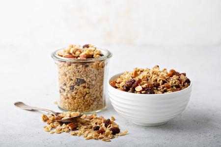 Muesli, granola y cereales no son alimentos iguales: cuáles son sus diferencias (y cómo elegir el más saludable)