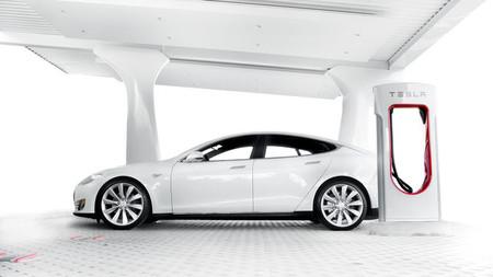 Tesla Model Cargando