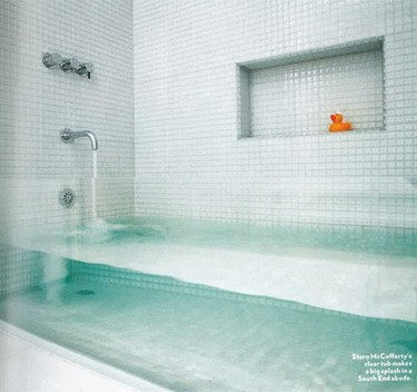 Una espectacular bañera transparente