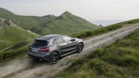 Mercedes Benz GLA off road