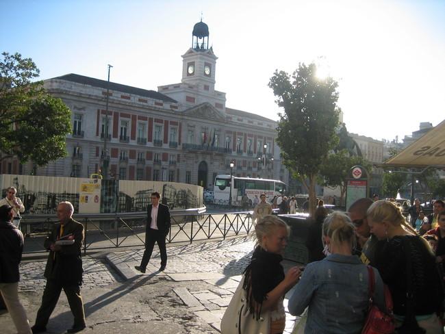 Cifuentes dice que los madrileños pagan la sanidad y educación andaluza ¿tiene razón?