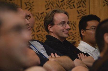 """Linus Torvalds: """"todavía tengo que encontrar a alguien al que le guste el desastre que es GNOME 3"""""""