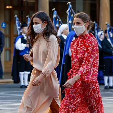 Nos inspiramos en Ana y Blanca, las hijas de Carlos Sainz, para crear cinco looks con vestidos largos perfectos para una ocasión especial
