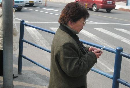 Señora con smartphone