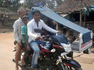 Las moto-ambulancias salvan 200 vidas en la India gracias a su sencillez