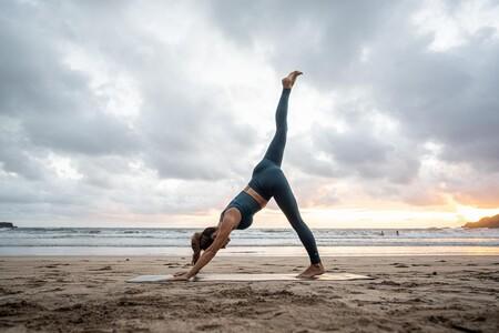 Así es Kimjaly, la nueva marca de yoga de Decathlon con leggings sin costuras que prometen una gran comodidad