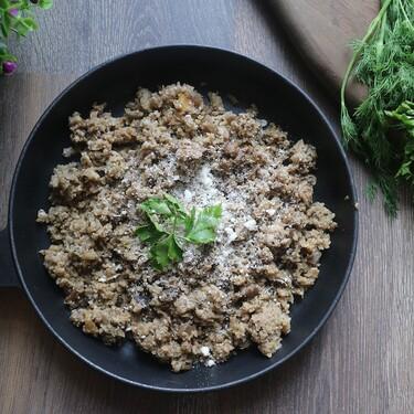 Arroz de coliflor o 'colirroz' con setas: una receta sana y fácil para reducir los hidratos de carbono de nuestra dieta