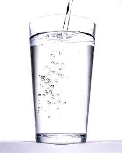 ¿Dos litros de agua para estar más bella?