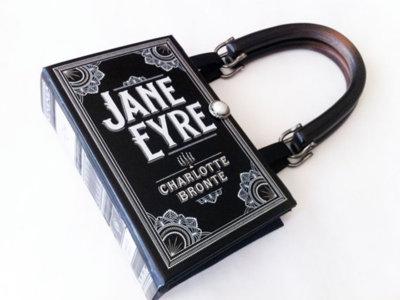 Si siempre llevas un libro en el bolso... ¿por qué no llevas un bolso en el libro?