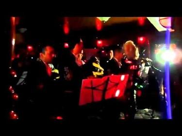 Y ahora Lady Gaga se nos pone mariachi, ¡¡quién da más!!