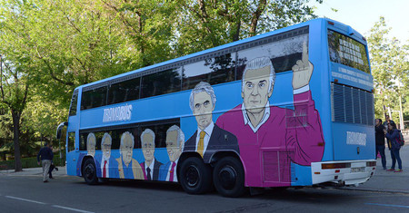 Lo que tiene de ridículo (y lo que no) el nuevo autobús de campaña de Podemos, el #TramaBus