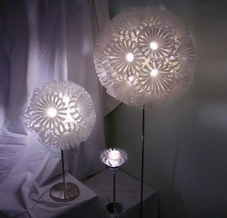 Lámparas de diseño hechas con envases de plástico