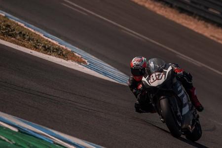 """Lorenzo Zanetti habla sobre la Panigale V4 de carreras: """"Es más fácil de manejar, es menos física"""""""