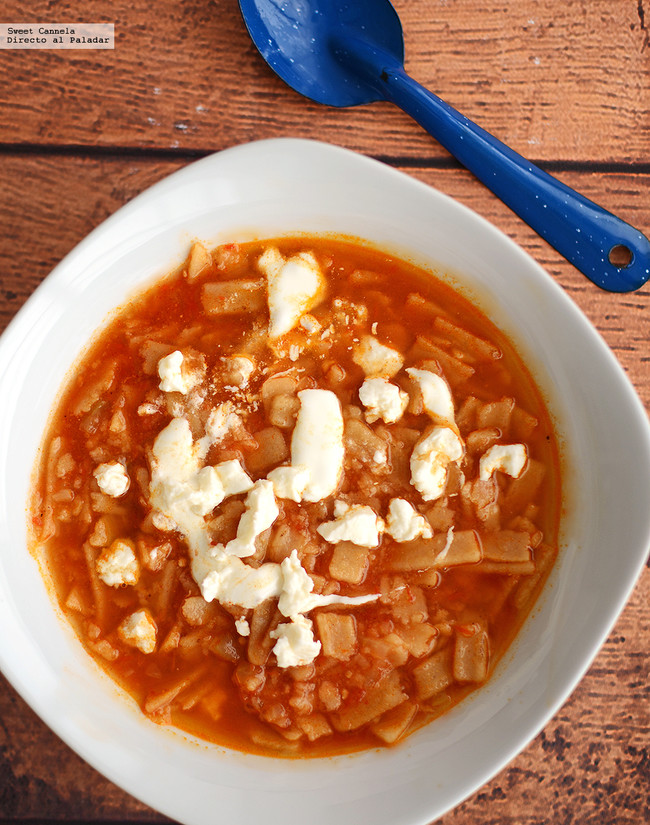 Cómo hacer sopa de tortilla fácil. Receta mexicana