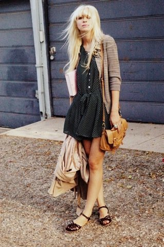 Lunares moda look calle: estilo