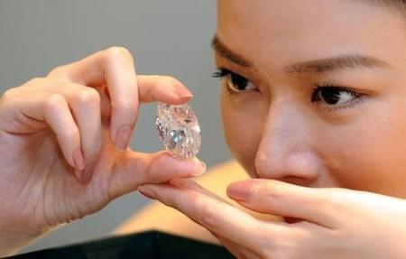white-oval-diamond-600x382.jpg