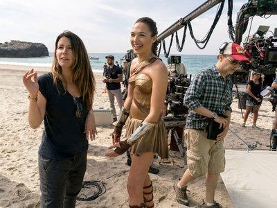 Patty Jenkins volverá para dirigir 'Wonder Woman 2' tras salvar el universo de superhéroes de Warner y DC