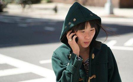 Peatón con teléfono móvil