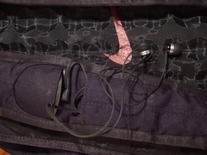 detalle conexión auriculares y bolsillo