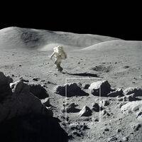 El agua de la Luna esconde un secreto que la ciencia está por revelar: cómo sobrevive a temperaturas de más de 100°C y heladas de -210°C