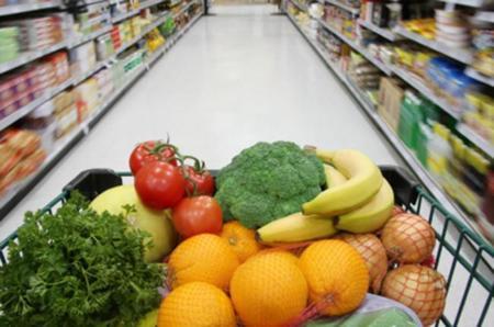 La compra de comida en el Año Nuevo, compite con las intenciones saludables