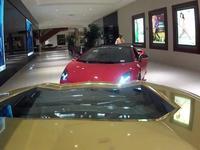 Video: Cómo sacar 5 Lamborghinis de un centro comercial (y no destrozarlos en el intento)