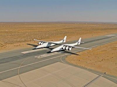 Contempla en movimiento el gigantesco avión Stratolaunch en este vídeo