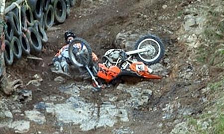 Cuando el truco está en lanzar tu moto contra la meta