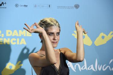 María León ya no es lo que era, su nuevo corte de pelo no le permite lucir este vestidazo de Juan Vidal
