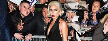 Lady Gaga brilla en una alfombra roja como una auténtica diva, aunque también vuelve la excentricidad que le caracterizaba