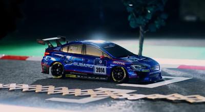 Este Subaru WRX STi se enfrenta a un curioso oponente