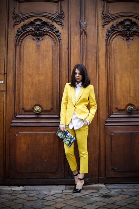 celine traje amarillo moda