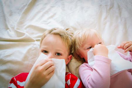 Cómo prevenir el contagio entre hermanos cuando uno de ellos está enfermo