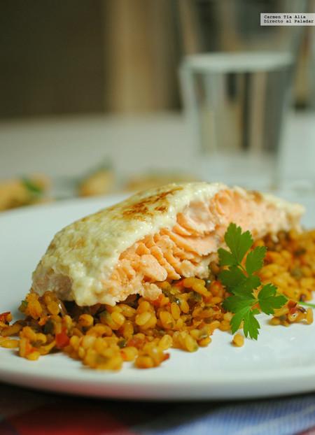 Lomo de salmón al horno con costra de ajonesa: receta fácil y rápida