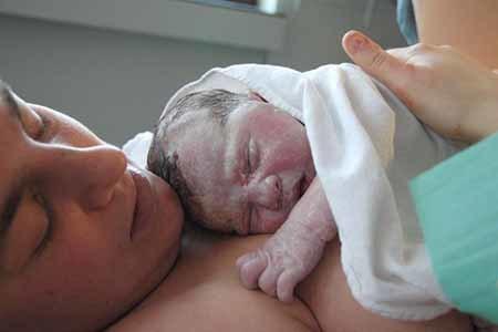 Los hospitales de Alicante, Elche y Alcoi se suman al parto natural