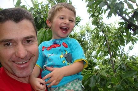 La foto de tu bebé: cerezas y risas