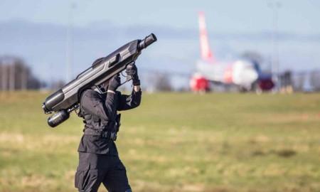 ¿Otra forma de acabar con drones? Un bazuca del futuro que los atrapa con redes