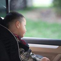 Condenan a un padre por dejar a su hijo solo dentro del coche mientras iba a un club de intercambio de parejas
