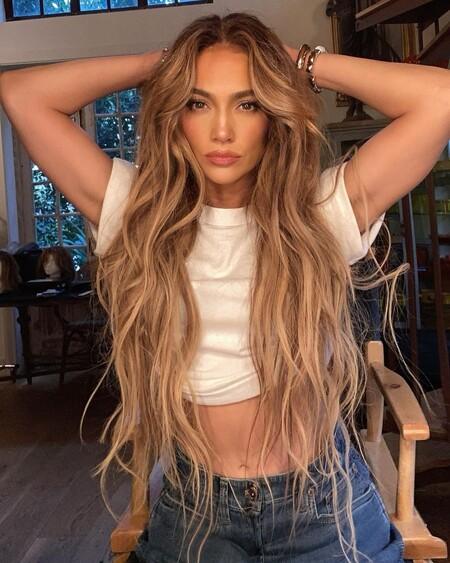 La fiebre de los 90 se apodera del pelo de Jennifer Lopez y sus últimos peinados son prueba de ello