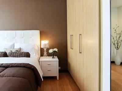 Ventajas y desventajas del cambio de armario en la organización del hogar
