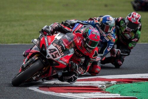 Scott Redding niega el triplete de Toprak Razgatlioglu en Most pero el mundial de Superbikes se comprime