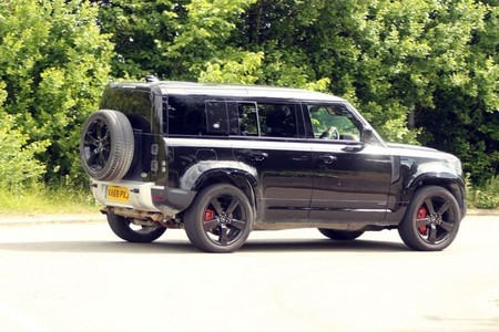 El Land Rover Defender tendrá una versión SVR con motor V8 para batir al Mercedes-AMG G63, y ya ha sido avistado