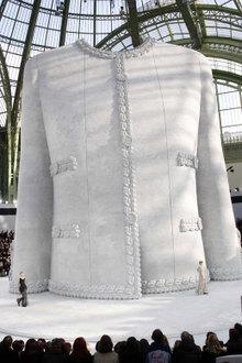 La puesta en escena del desfile de Chanel Alta Costura