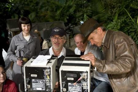 Steven Spielberg junto a Cate Blanchett y Harrison Ford en el rodaje de Indiana Jones 4