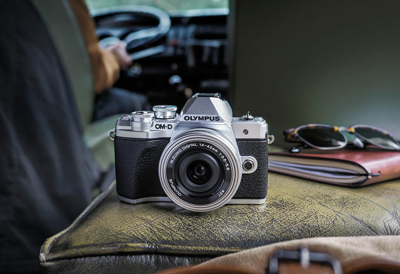 Olympus OMD E-M10 Mark II, Sony RX10, Panasonic Lumix LX15 y más cámaras, objetivos y accesorios en oferta: Llega Cazando Gangas