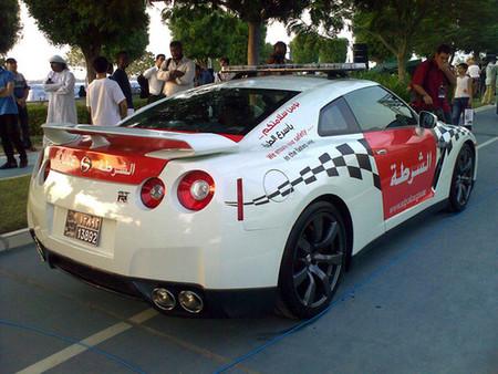 Nissan GT-R y Chevrolet Camaro, interceptores de la policía de Abu Dhabi